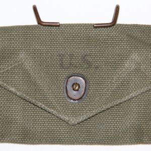 E048. WWII 1945 DATED CARLISLE BANDAGE BELT POUCH