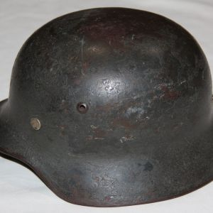 L013. WWII GERMAN M35 COMBAT HELMET WITH ROUGH TEXTURE PAINT