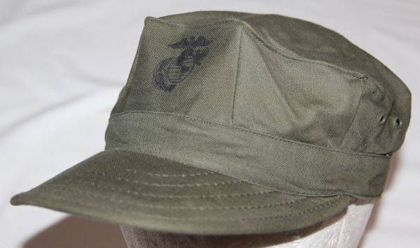 T040. NICE VIETNAM USMC SATEEN FIELD CAP, 1973 DATED