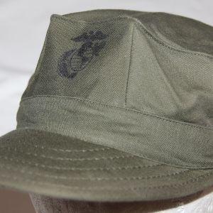 T040. NICE VIETNAM USMC SATEEN FIELD CAP, 1973 DATED