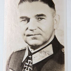 R024. WWII GERMAN KNIGHTS CROSS WINNER LIEUTENANT GENERAL CHILL POSTCARD
