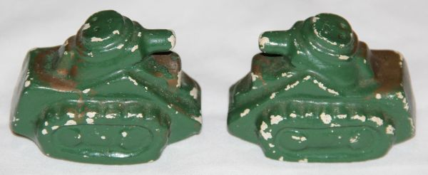 I025. WWII HOME FRONT WWI STYLE TANK SALT AND PEPPER SHAKERS