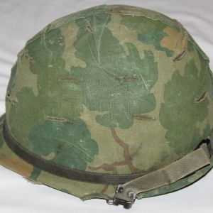 T070. VIETNAM M1 HELMET HELMET SET
