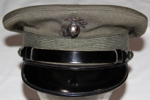 S039. NICE, NAMED KOREAN WAR USMC OFFICER'S VISOR CAP WITH EG&A