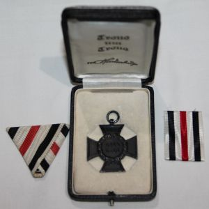 B100. RARE CASED WWI GERMAN NEXT OF KIN CROSS OF HONOR MEDAL