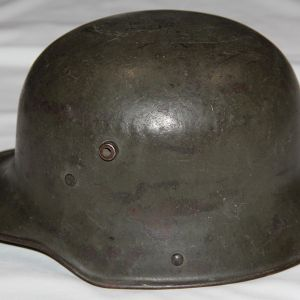 B112. NICE WWI GERMAN M16 COMBAT HELMET WITH COMPLETE LINER