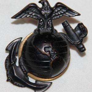 H048. WWII USMC M1937 EAGLE GLOBE AND ANCHOR INSIGNIA FOR VISOR CAP