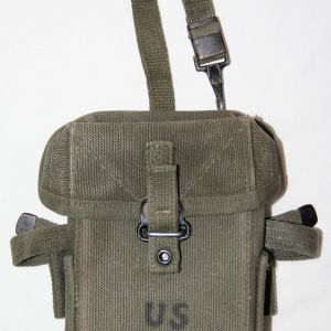 T109. PRE VIETNAM FIRST PATTERN SMALL ARMS AMMUNITION POUCH
