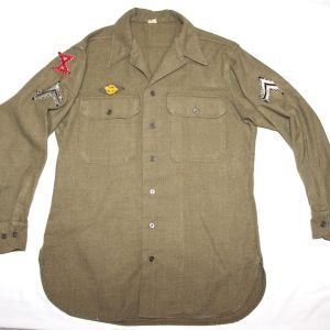 D041. EARLY WWII MUSTARD COLOR WOOL COMBAT FIELD SHIRT WITH INSIGNIA