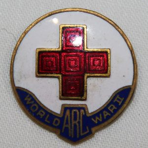 I041. AMERICAN RED CROSS WWII SERVICE PIN