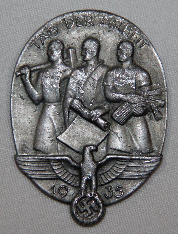 P068. WWII GERMAN 1935 NATIONAL LABOR DAY TINNIE