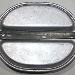 E148. EARLY WWII 1941 DATED MESS KIT