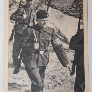 R049. WWII GERMAN POSTCARD OF UNKNOWN TROOPS MARCHING