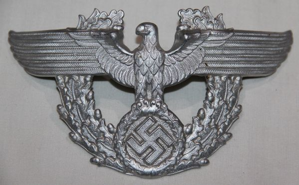 P072. WWII GERMAN POLICE NCO SHAKO EAGLE