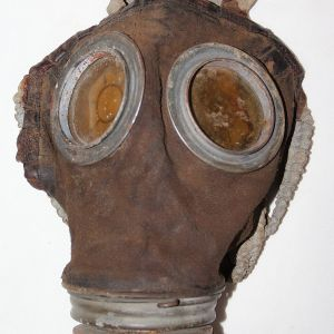 B171. NAMED WWI GERMAN GAS MASK