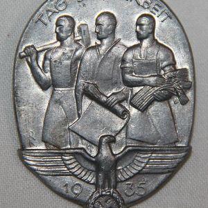P086. GERMAN 1935 WORKERS DAY TINNIE