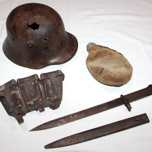 B188. WWI GROUP OF GERMAN BATTLEFIELD RELICS