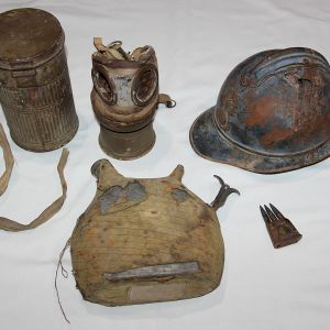 B189. WWI GROUP OF FRENCH BATTLEFIELD RELICS