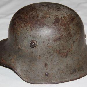B190. WWI GERMAN SIZE 62 M16 COMBAT HELMET
