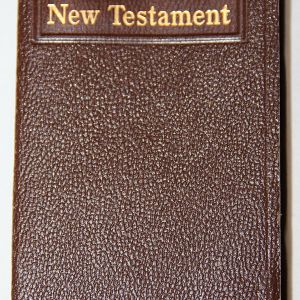 J062. WWII MILITARY NEW TESTAMENT POCKET BIBLE WITH FORWARD BY FDR