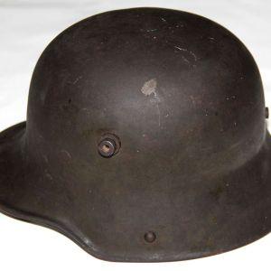 B201. WWI GERMAN M16 COMBAT HELMET WITH LINER