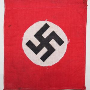 M060. SMALL WWII GERMAN NSDAP BANNER