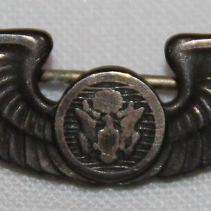H104. WWII CAP SIZE AAF AIRCREW WINGS