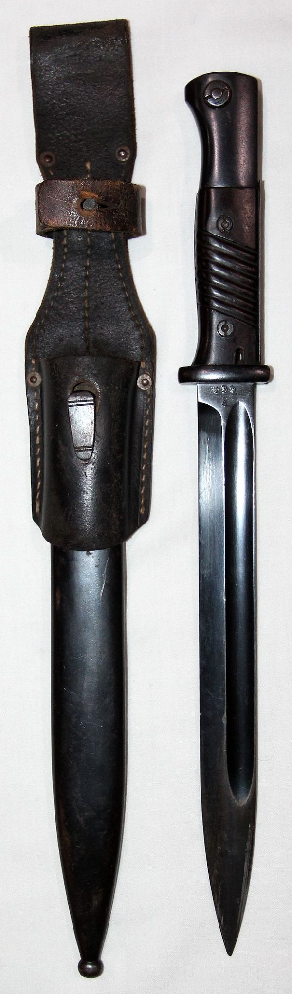 N048. WWII GERMAN MATCHING K98 BAYONET WITH LEATHER FROG