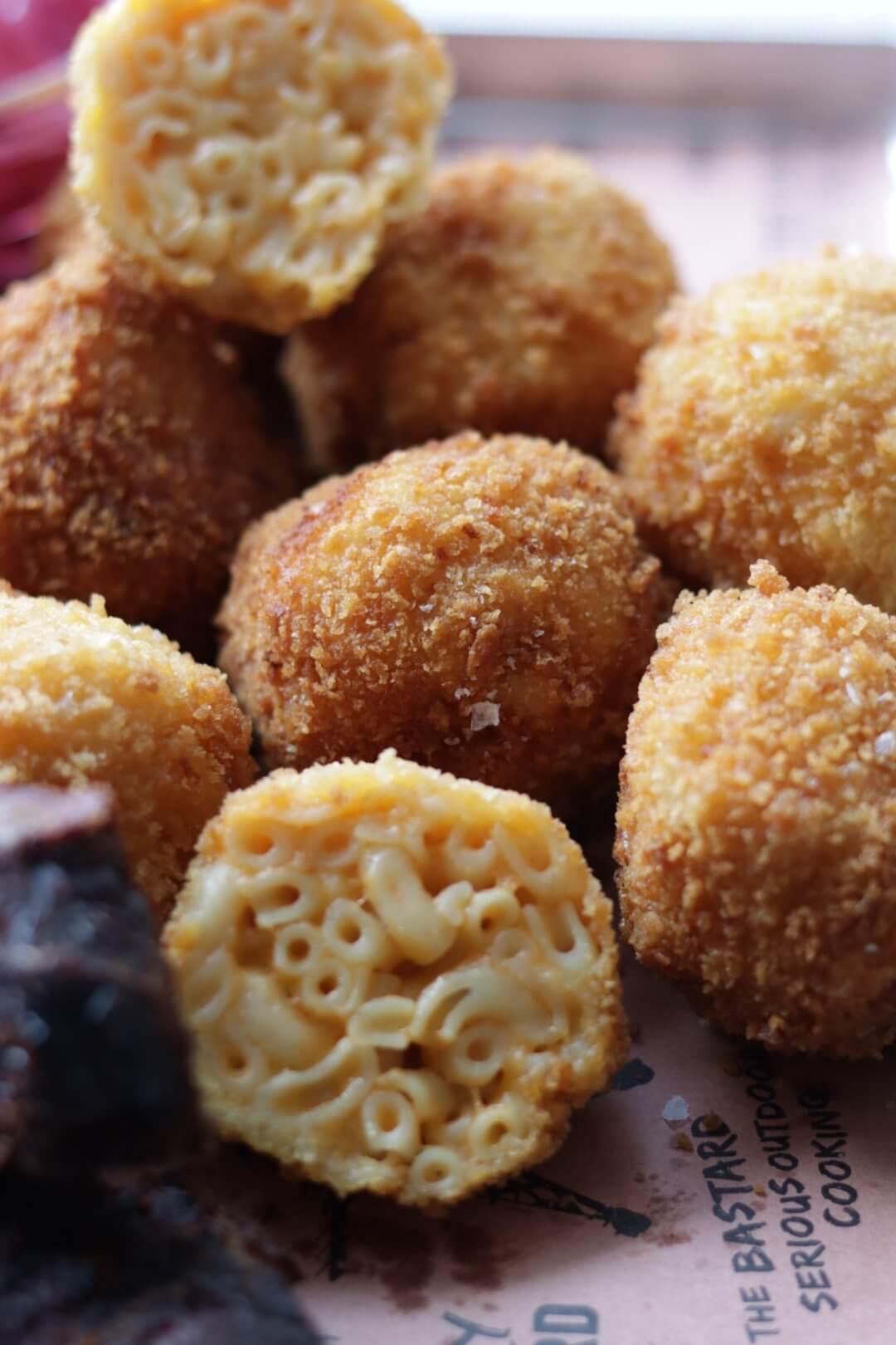 Mac 'n cheese bitterballen