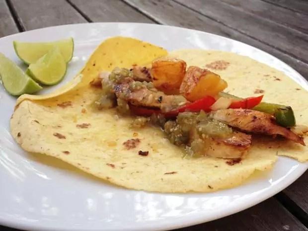 El-Jefe-Salsa-verde-op-een-tortilla