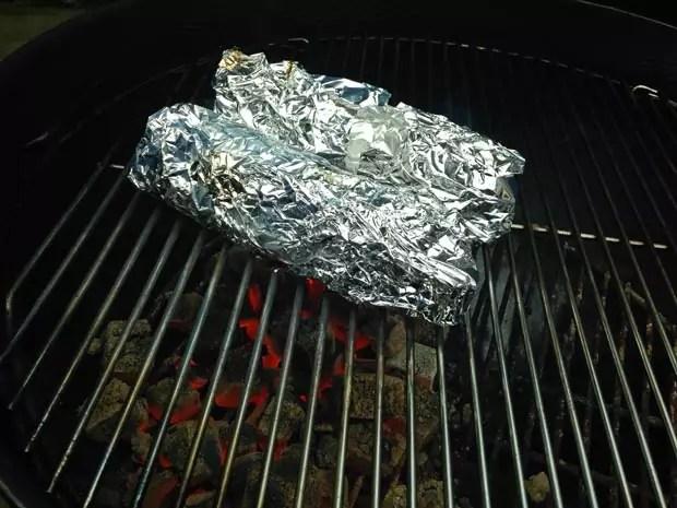 maiskolf-in-de-folie-op-de-barbecue