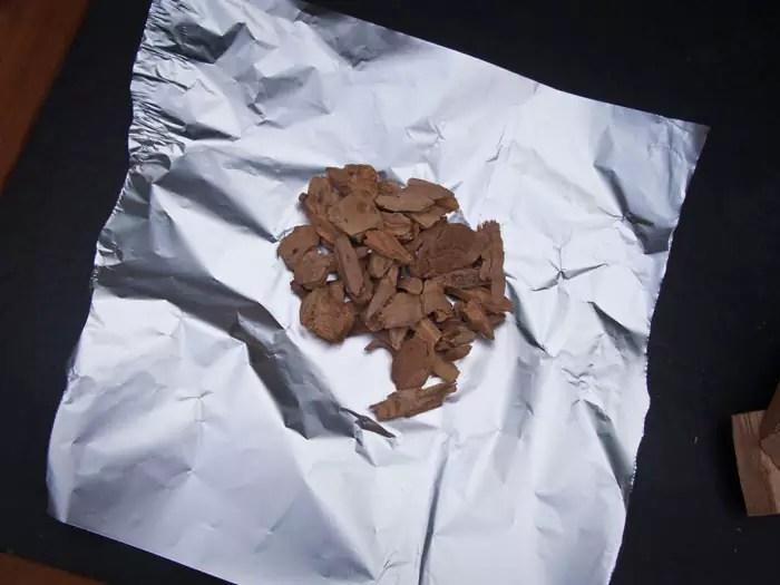 snippers-olijfhout-op-aluminiumfolie