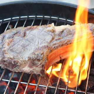 Rinderkotelett oder Côte de Boeuf vom Grill