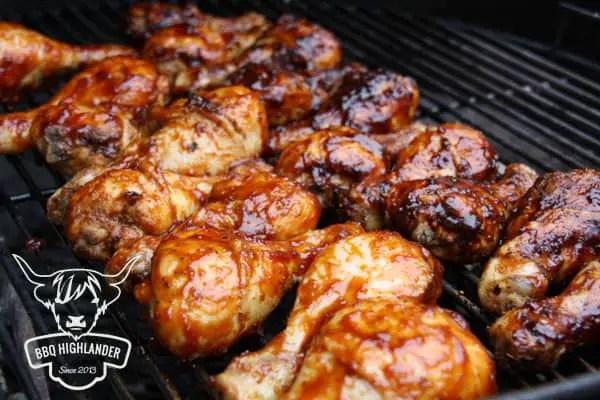 Chicken Wings mit Smokey Bourbon BBQ Sauce und West of Texas BBQ Sauce