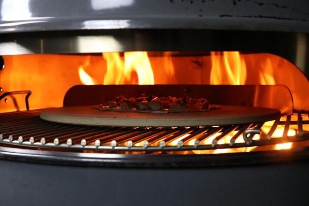 Flammkuchen vom Moesta BBQ Pizzaring