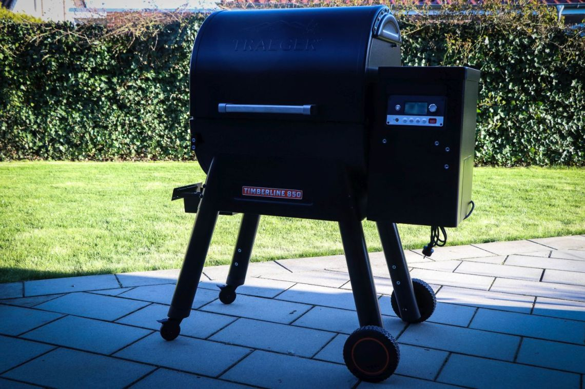 Traeger Timberline Montage