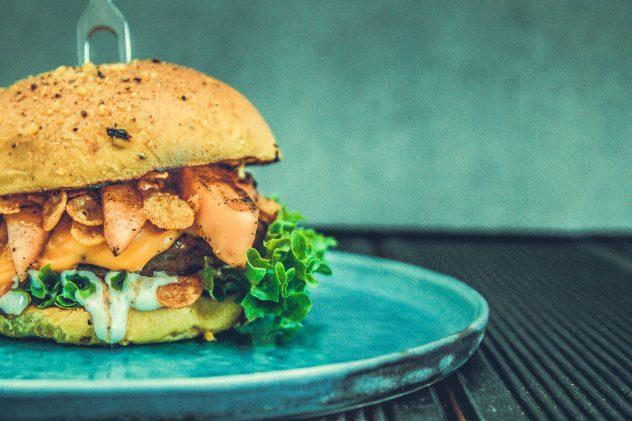 Salsiccia-Burger-mit-Melone-Cheddar-10