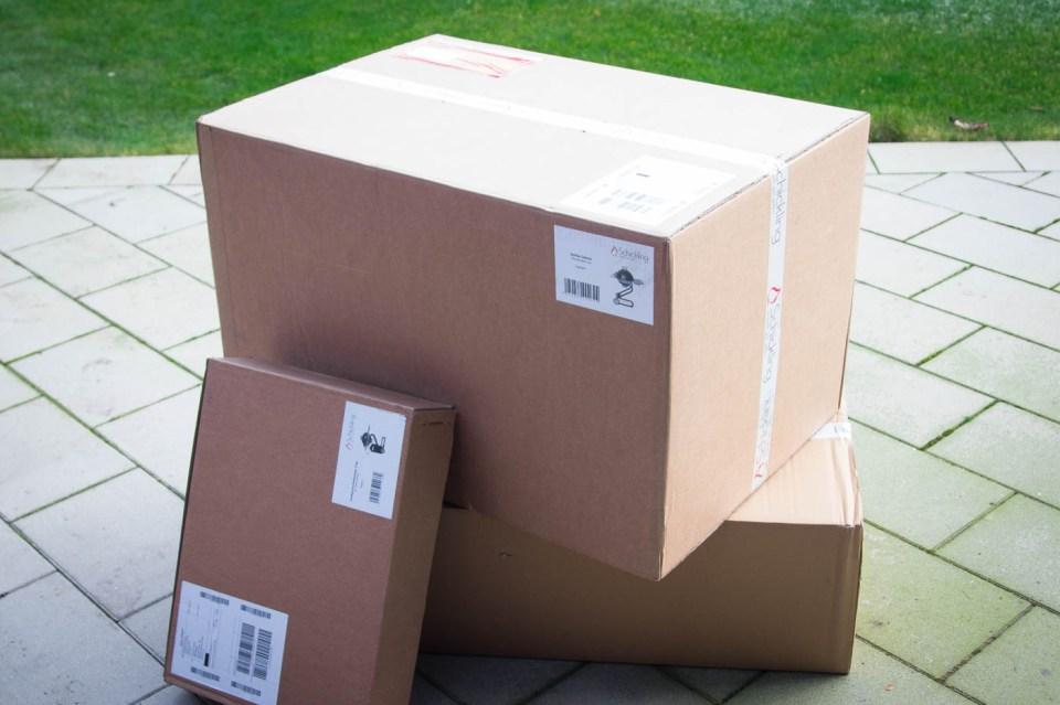 Die Lieferung erfolgt in 3 Kartons via DHL