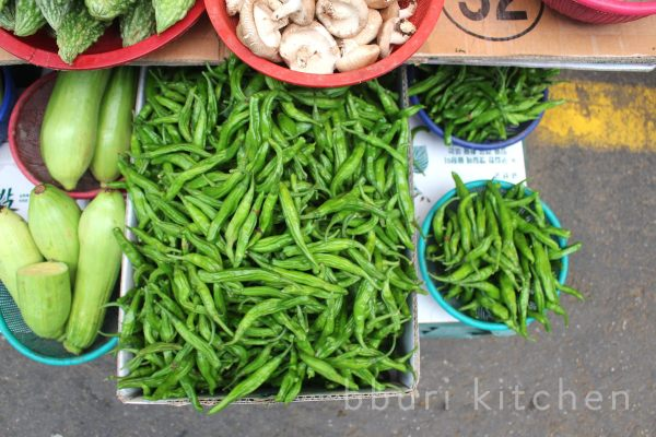 Ggwari-gochu at the market
