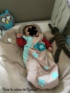 Le plan incliné, son matelas et le coussin d'allaitement en pleine action