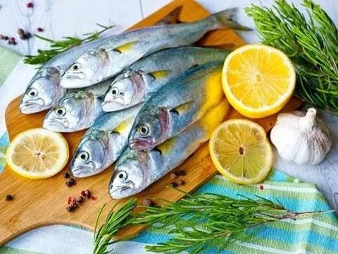 poisson bleu, fruits et légumes pour un esprit actif