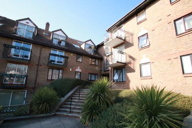 Martin Co Croydon 3 Bedroom Apartment