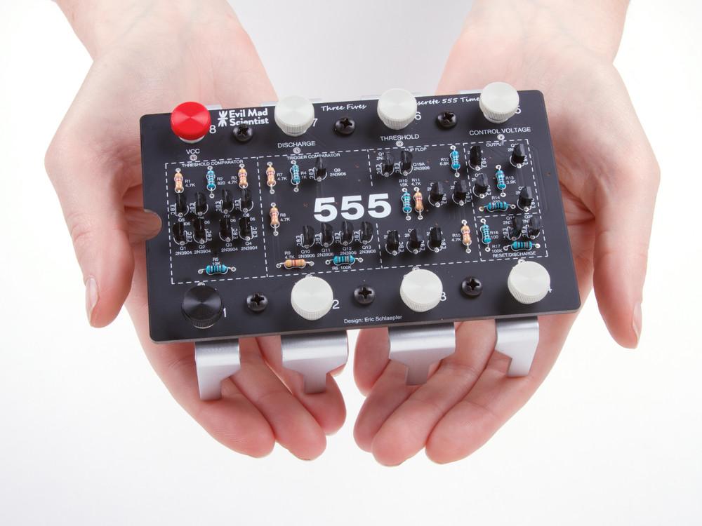 555 Internals Circuit Simulator