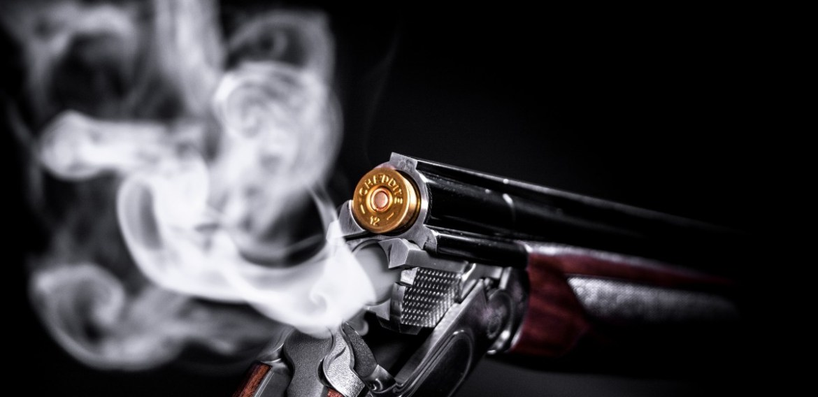 How can I legally buy a gun in Canada?