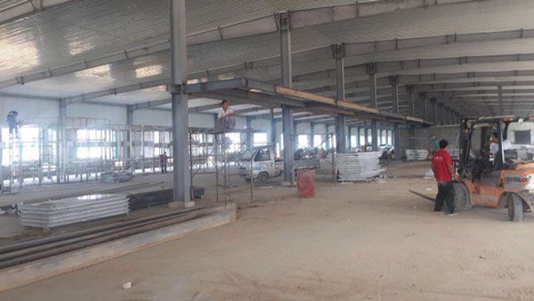 Building the interior of BCFoods Hebei, China dehydration facility