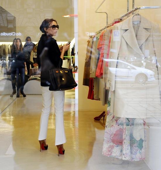 Victoria_Beckham shopping-in_Milan