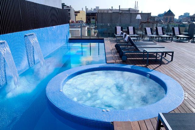 axel-hotel-terraza-piscina