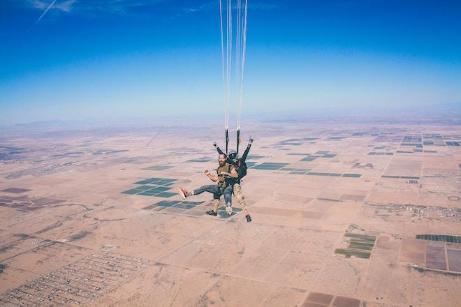 despedida de soltero mixta paracaismo barcelona