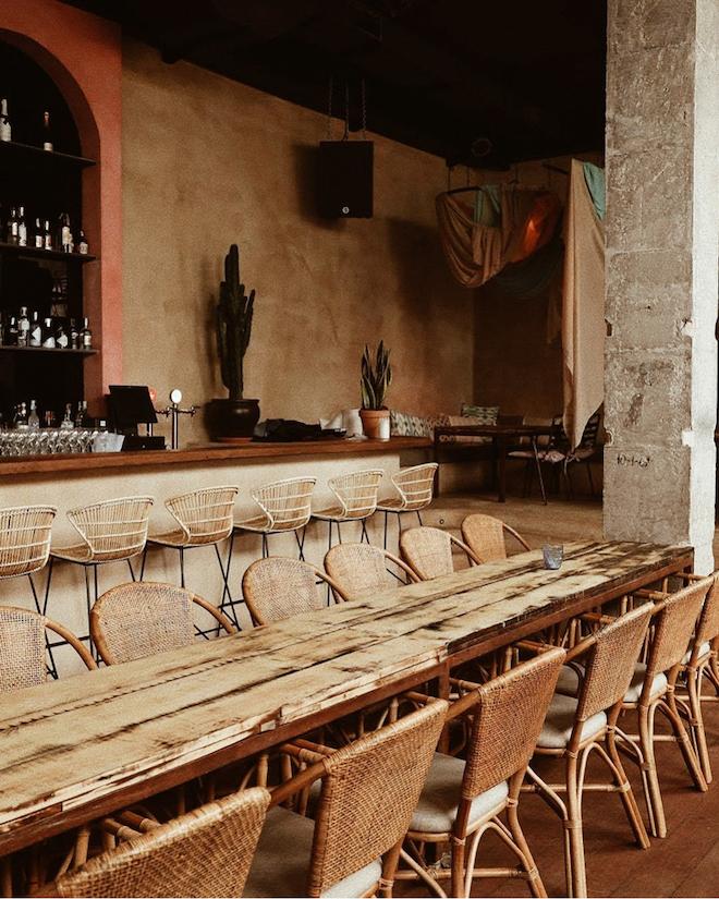 ethniko restaurante de día