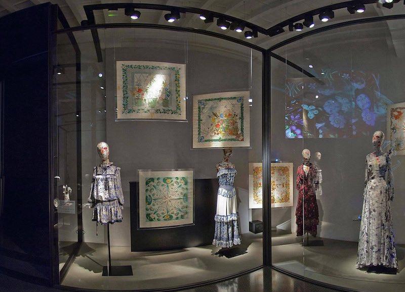 © Gucci Museo. Estampado Flora de Gucci creado para la princesa Grace de Mónaco en 1966.